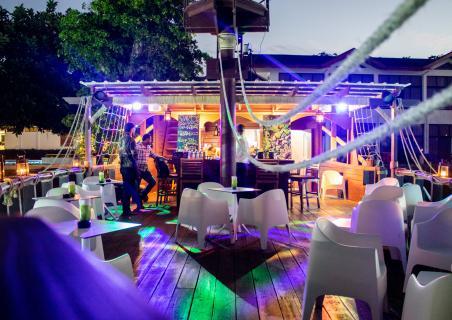 Party at the boat bar El Barco